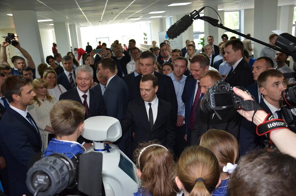 Д. Медведев посещает Физтехпарк