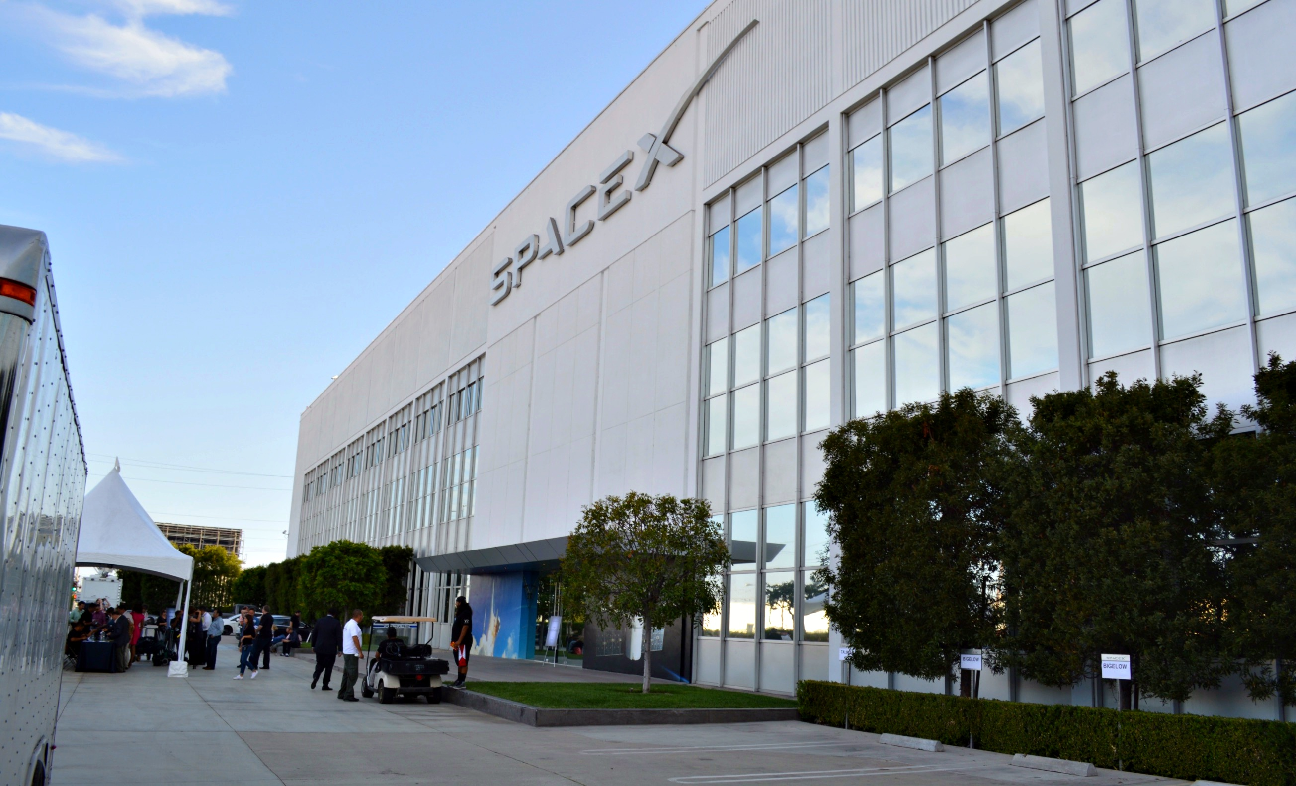 spacex hawthorne layoffs - HD 2608×1582